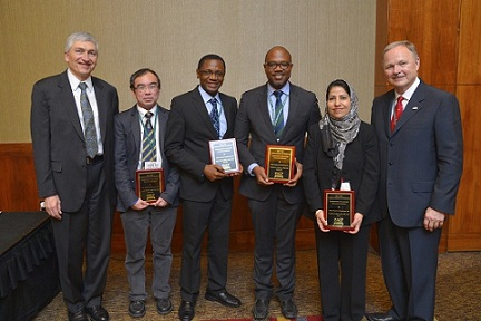 From left: ACP Executive Vice President and Chief Executive Officer Dr. Steven E. Weinberger; Dr. Yeong Yeh Lee (Malaysia); Dr. Dike Ojji (Nigeria); Dr. Kenneth Connell (Barbados); Dr. Yasmeen Jabeen Bhat (India); and ACP Immediate Past President Dr. David A. Fleming.